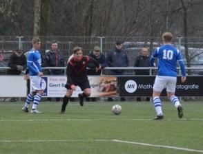 Sportclub 1 onderuit in Holten